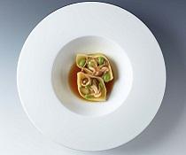 Domácí Tortelloni plněné kachním masem, houby Shimeji a sojové boby Edamame