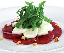 Salát z červené řepy s mozzarellou z knihy Zdravé těhotenství